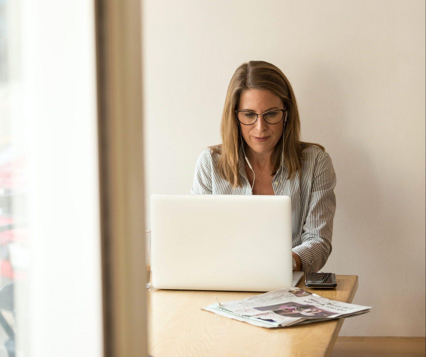 Mindful Work contribue au développement du bien-être au travail et à la diminution des risques psycho sociaux.